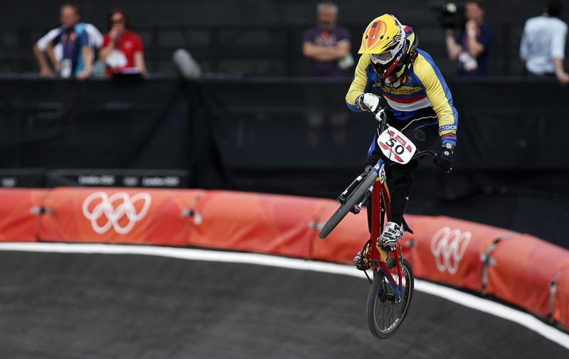 Emilio Falla está en los cuartos de final de bicicross