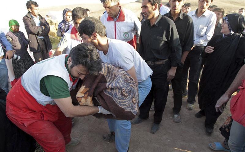 Finalizan las tareas de rescate en Irán con 227 muertos