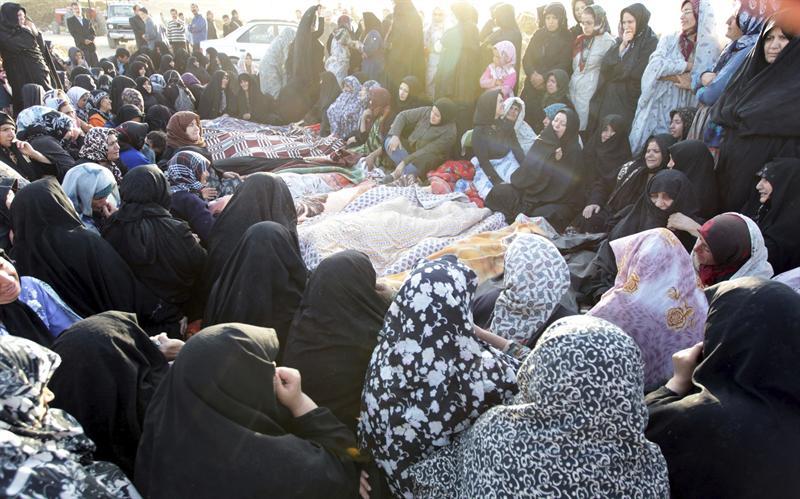 Irán confirma 306 muertos y 3.037 heridos en terremotos