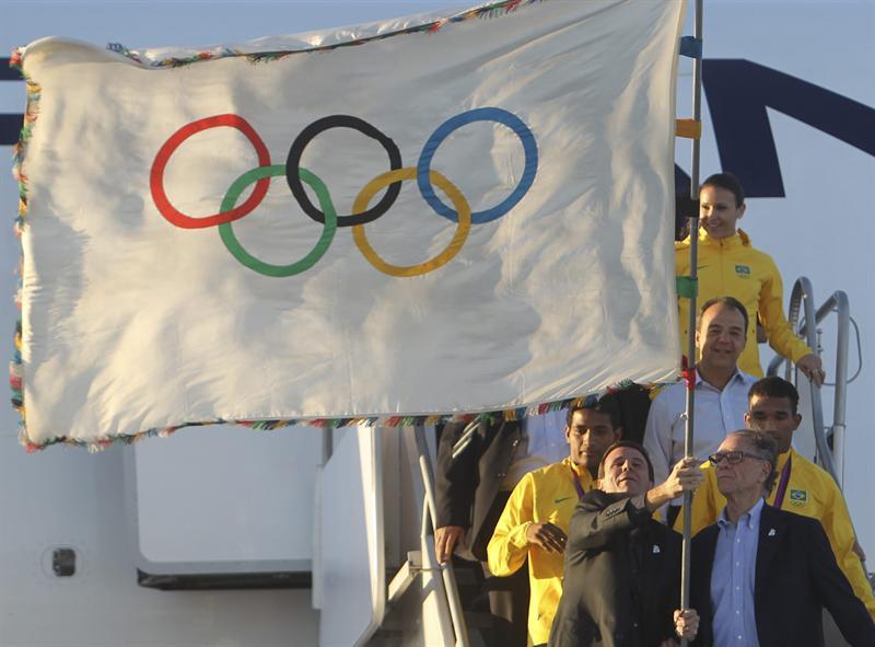 La bandera olímpica ya flamea en Río de Janeiro