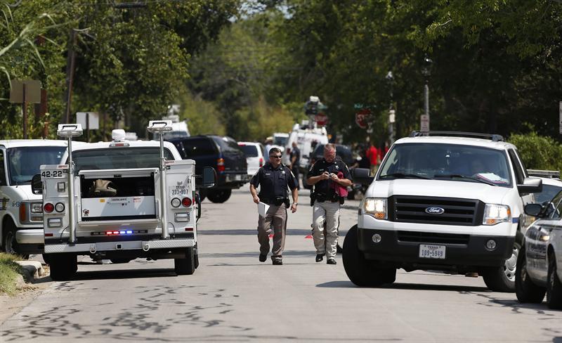 Tiroteo cerca a Universidad de Texas deja tres muertos