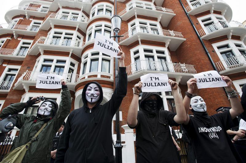 Ecuador y Assange en los titulares de la prensa mundial