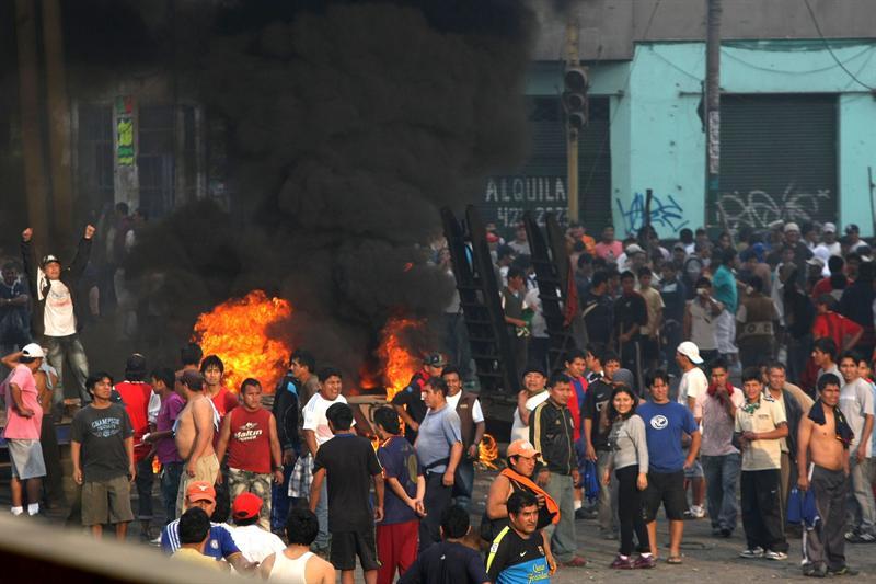 Dos muertos en enfrentamiento entre manifestantes y policías