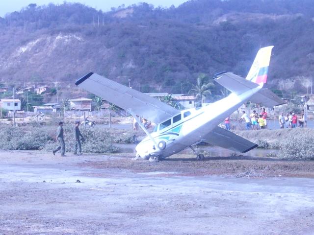 Avioneta se  salió  de la pista
