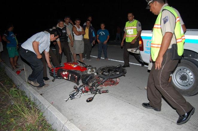 Tres jóvenes mueren en un choque frontal de motocicleta