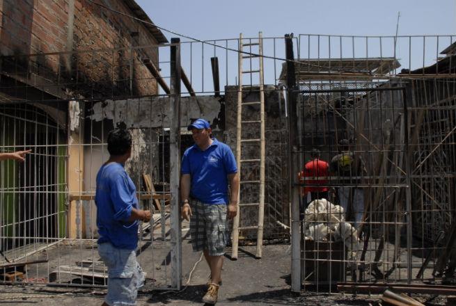 Una vivienda quemada y  otras cuatro afectadas