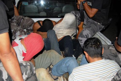 Capturados después de asaltar una distribuidora