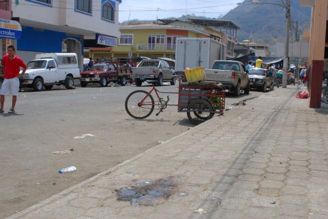 Asesinan a vendedor de pescado de tres disparos