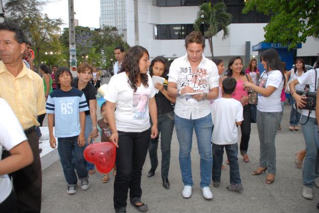 José Fernando Lara  recibe apoyo de sus fans