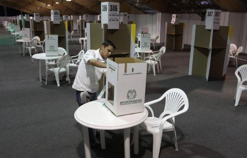 Candidatos piden voto masivo ante abstención prevista por el Mundial