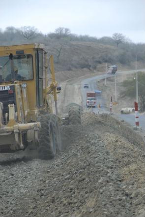 Reconstrucción de la vía Montecristi-Jipijapa genera molestias