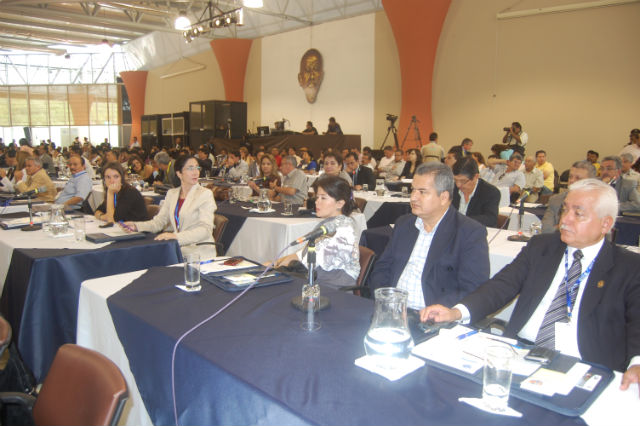 Correa inaugura cita que destaca la autonomía
