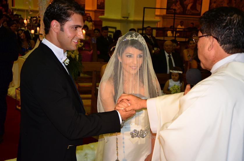 Debbie Carranza, ex reina de Manabí, contrajo nupcias en la Catedral de Portoviejo