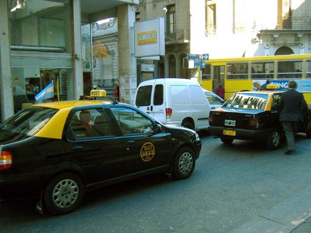 Mujer ataca a taxista que se negó a tener sexo con ella