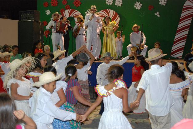 Hoy culminan actos navideños en el arbolito de Ediasa