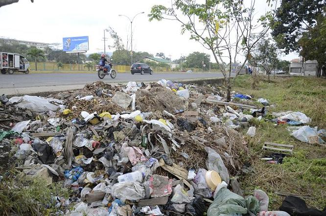 Las calles de Portoviejo colapsadas de basura