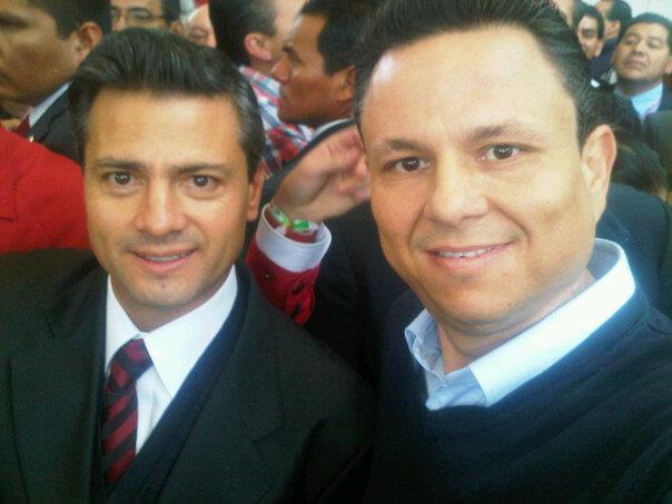 Polémica por foto de Peña Nieto con un presunto narco