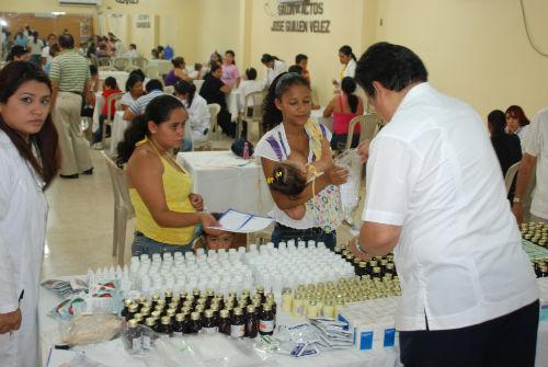 300 niños beneficiados con atención médica