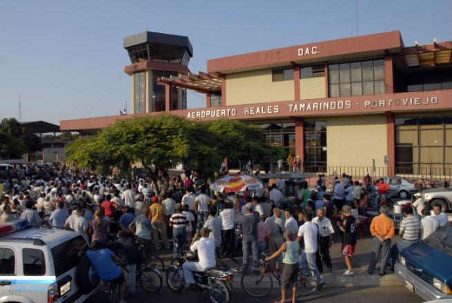 Conforman comisiones para operatividad del aeropuerto