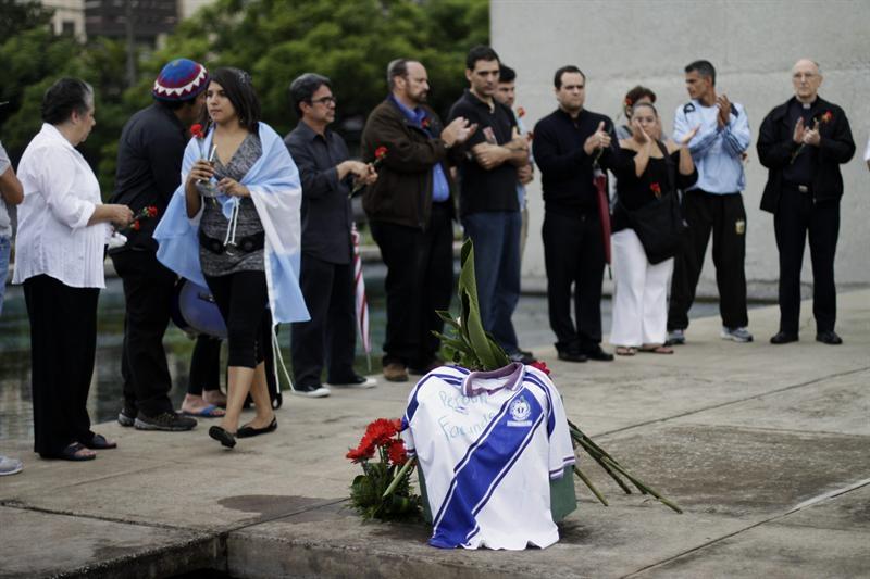 América llora el 'vil' asesinato de uno de sus grandes