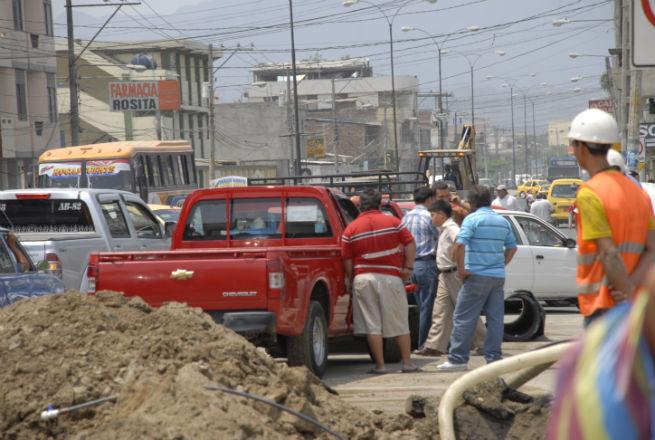 Trabajo obstaculizó el paso de vehículos