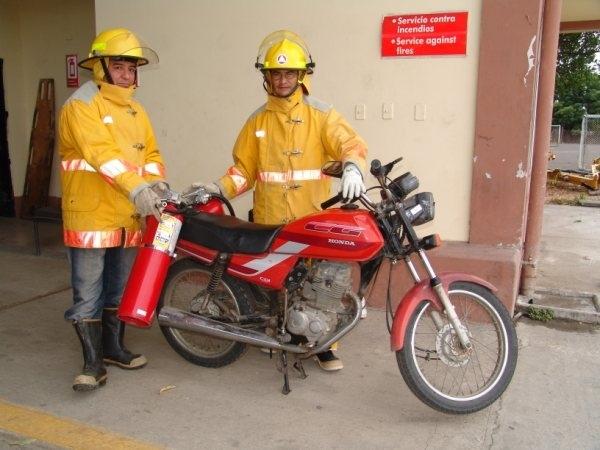 Una moto reemplaza al vehículo contra incendios