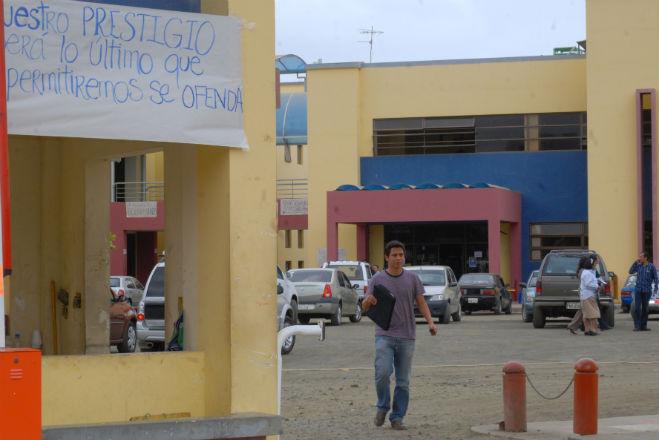 Correa alabó a la USGP y ahora apoya cierre de la institución