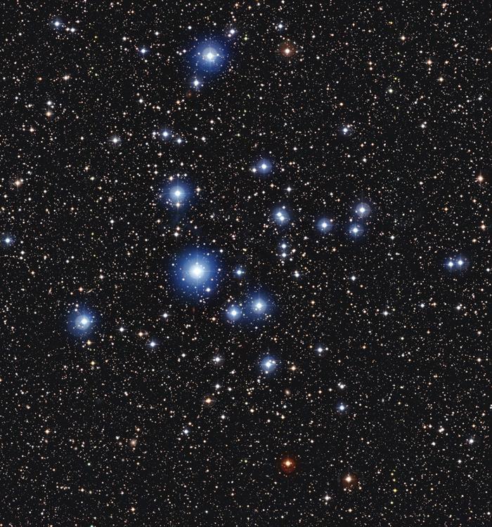Telescopio capta grupo de brillantes estrellas azules jóvenes