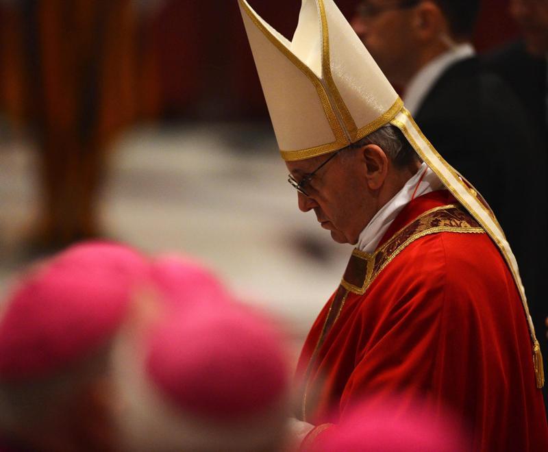 Papa Francisco preside su primer Vía Crucis en el Coliseo de Roma