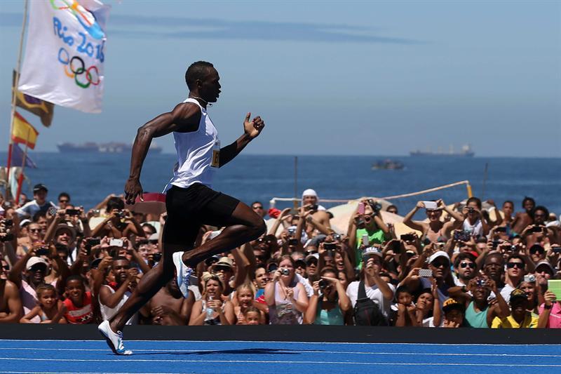 Usain Bolt vence en exhibición de Copacabana pero no supera su récord