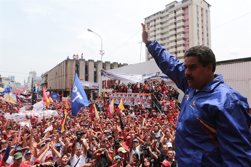 Maduro se defiende de burlas por su 'encuentro' con un pájaro