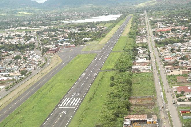 Recogen firmas por el aeropuerto Reales Tamarindos