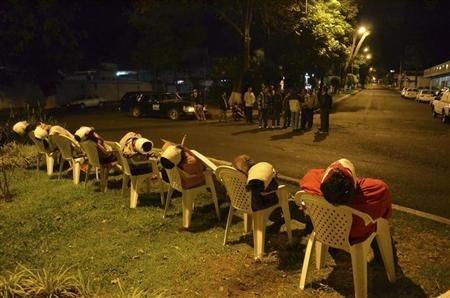 Identifican a siete personas halladas muertas y sentadas en sillas