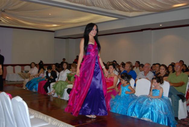 Desfile 'Caritas Alegres ' en el Hotel Howard Johson
