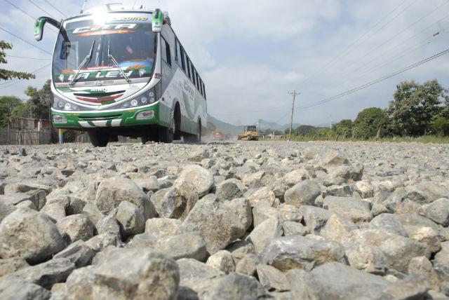 Conductores reclaman por mal estado de la carretera