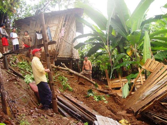Primeras lluvias provocan deslizamiento e inundación