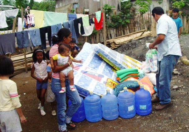 Primeras lluvias causan molestias, y damnificados reciben ayuda