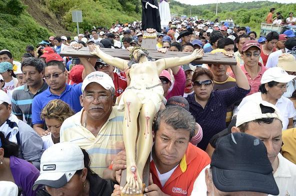 Miles de personas en procesión de Jipijapa