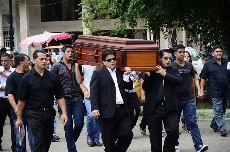 Con lágrimas y dolor despiden a Nuris Guillén