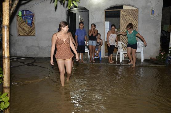 Fuertes lluvias también afectan a Portoviejo