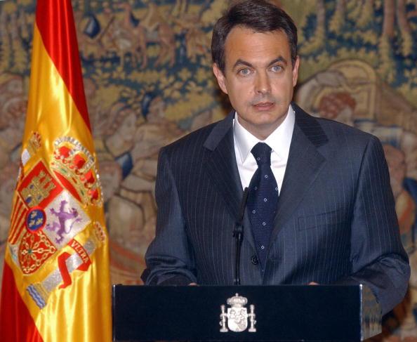 Diario El País solicita la renuncia de Rodríguez Zapatero