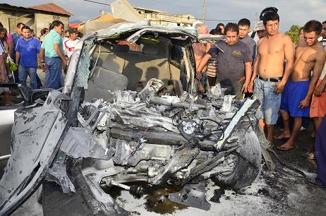 Una maestra y su sobrino mueren al chocar el auto en que viajaban