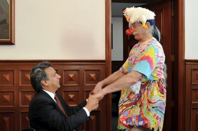 Moreno propone a Adams promover la risoterapia