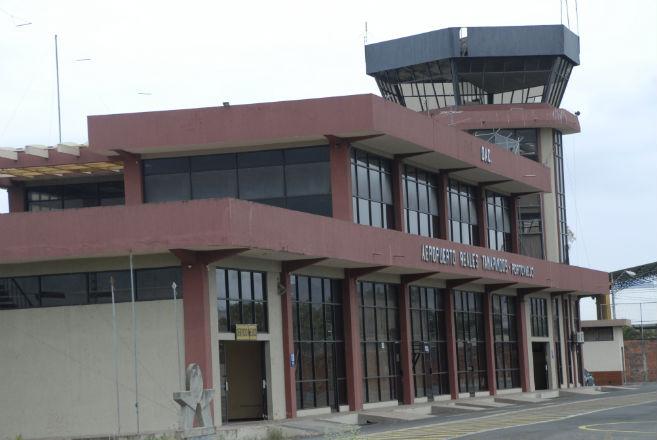 El aeropuerto une a comerciantes y las autoridades