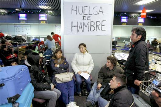 Ecuatorianos perjudicados de Air Comet en huelga de hambre