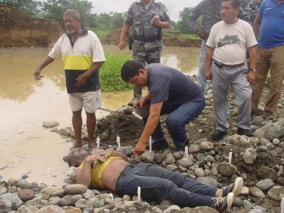 Retroexcavadora cayó en laguna y operario se ahogó