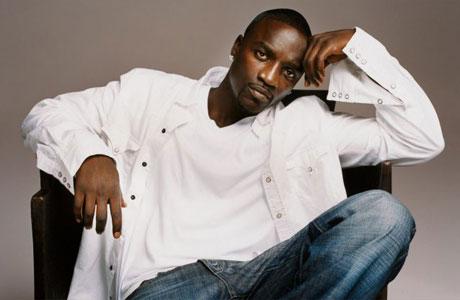 Cantante Akon es nombrado embajador itinerante