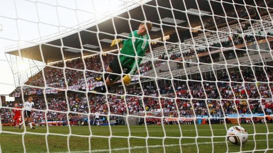 Alemania venció 4-1 a Inglaterra en partido de escándalo