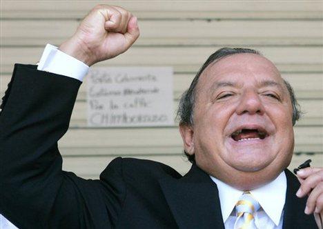 Álvaro Noboa aparece afiliado a partido de gobierno
