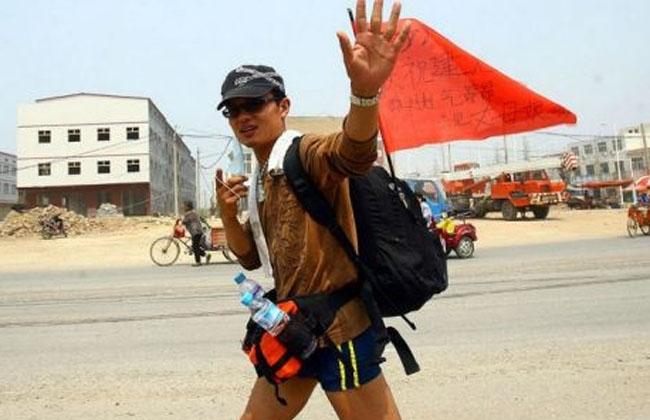 Enamorado camina 1.600 kilómetros para poder casarse